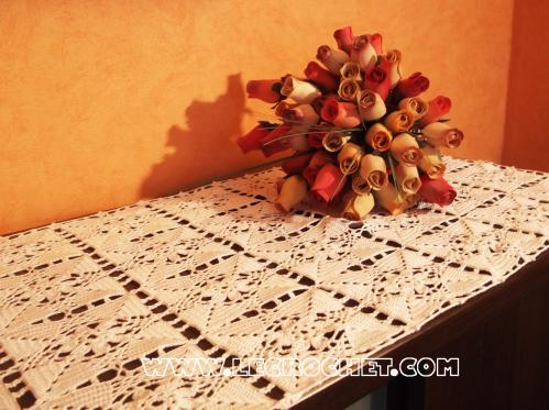 grand chemin de table au crochet