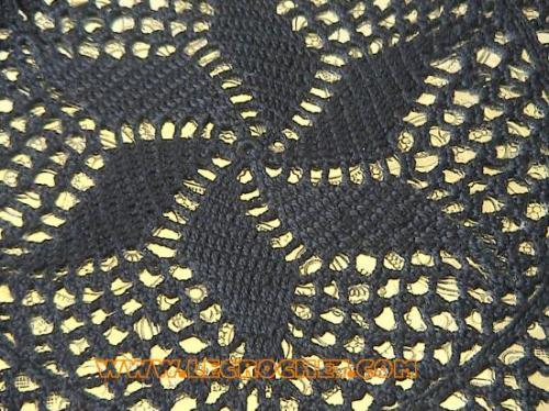 Napperon au crochet noir