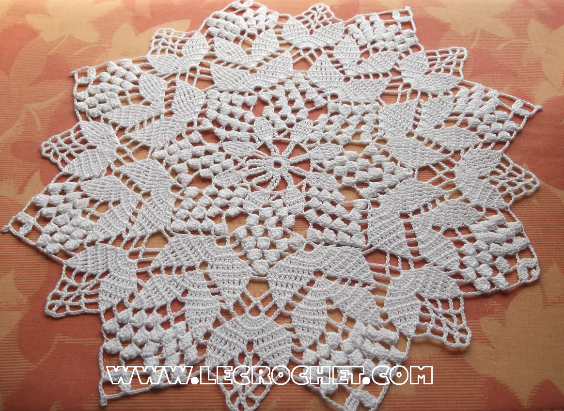 Crochet napperon blanc for Les nappes de table marocaine