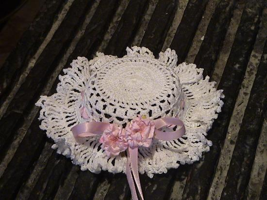 chapeau au crochet miniature