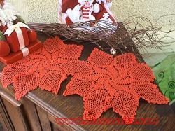 chemin de table au crochet rouge