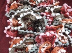 echarpe froufrou à pompons