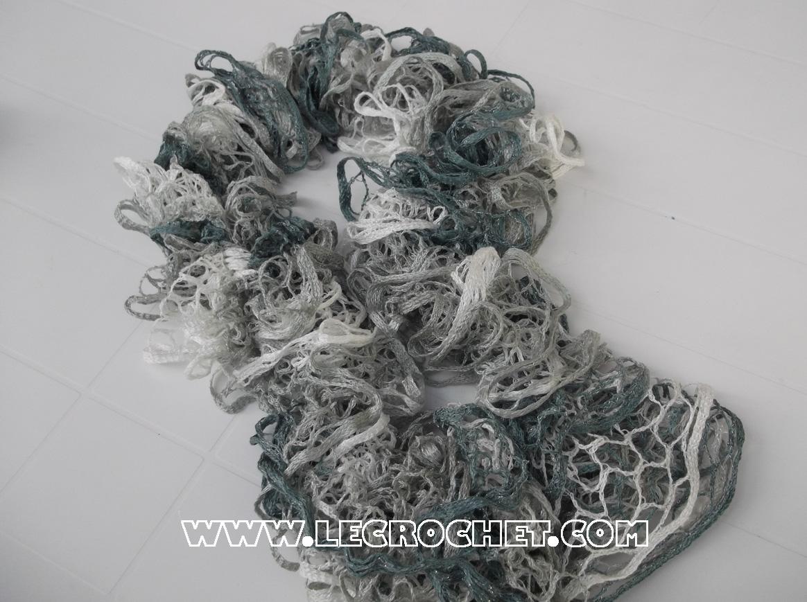 a0ed22e7bf6 Echarpe froufrou au crochet - altoservices