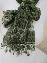 Foulard vert avec une bordure au crochet