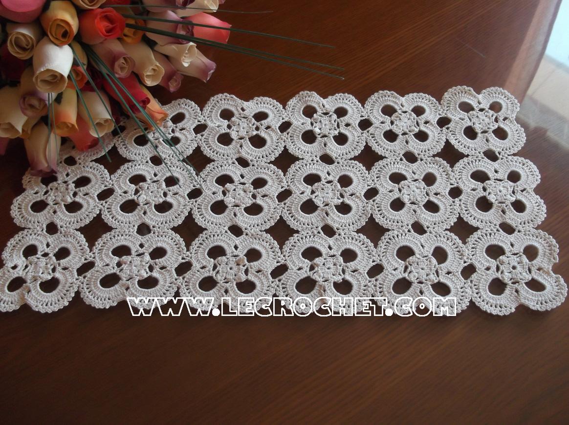 Napperon rectangulaire napperon rectangulaire au crochet for Modele set de table